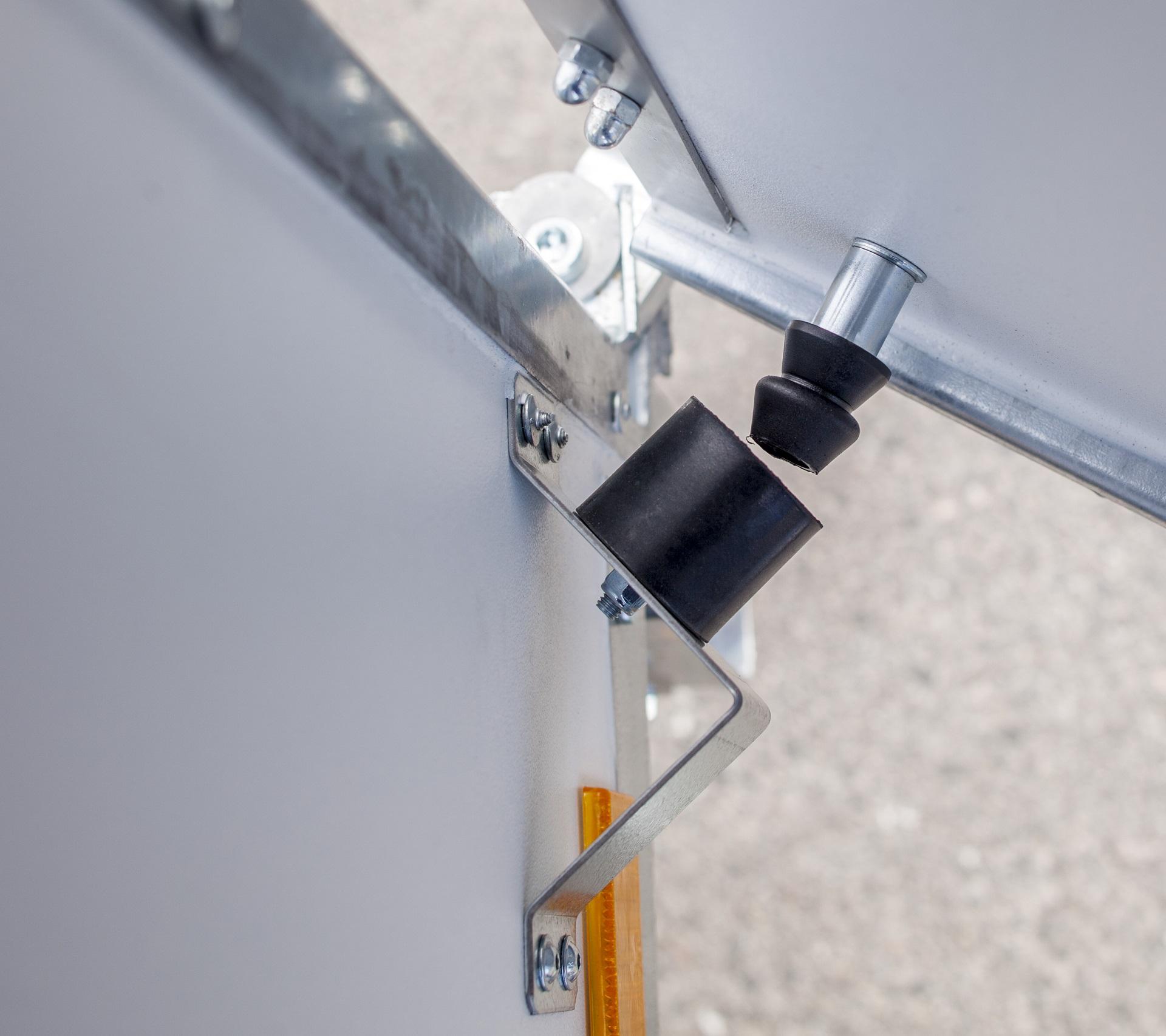 CV300-L  [Priekabų standartinė įranga gali skirtis nuo pavaizduotos komplektacijos paveiksliuke]