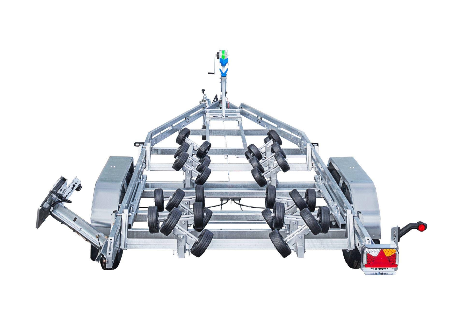 BP2600-DRB Multiroller [Priekabų standartinė įranga gali skirtis nuo pavaizduotos komplektacijos paveiksliuke]